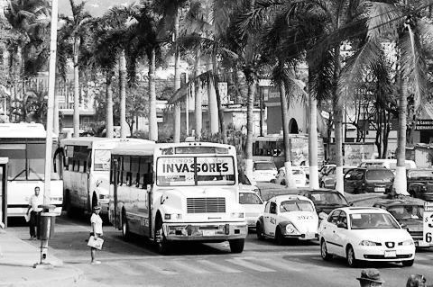 acapulco-street-web-bw.jpg